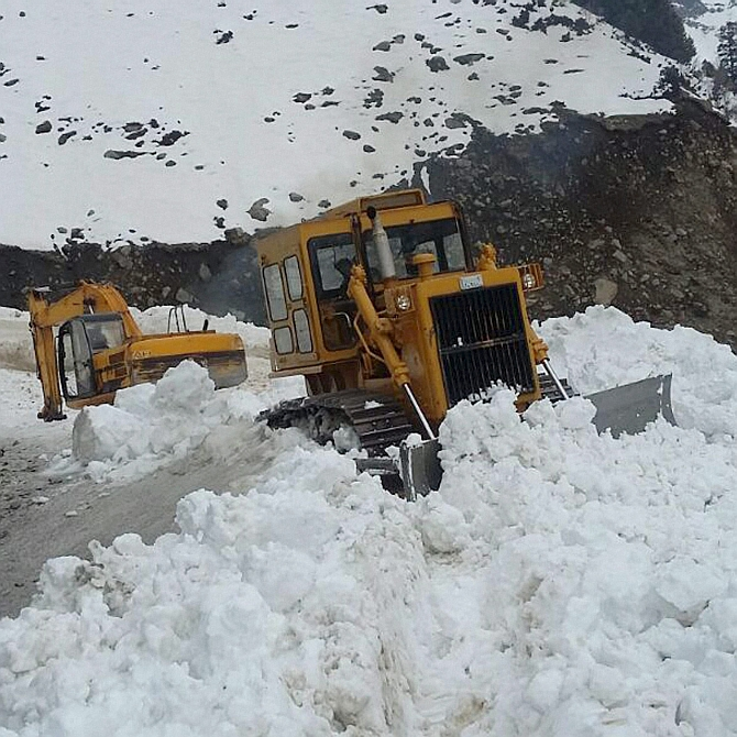 Fresh avalanches in J-K, toll over 20