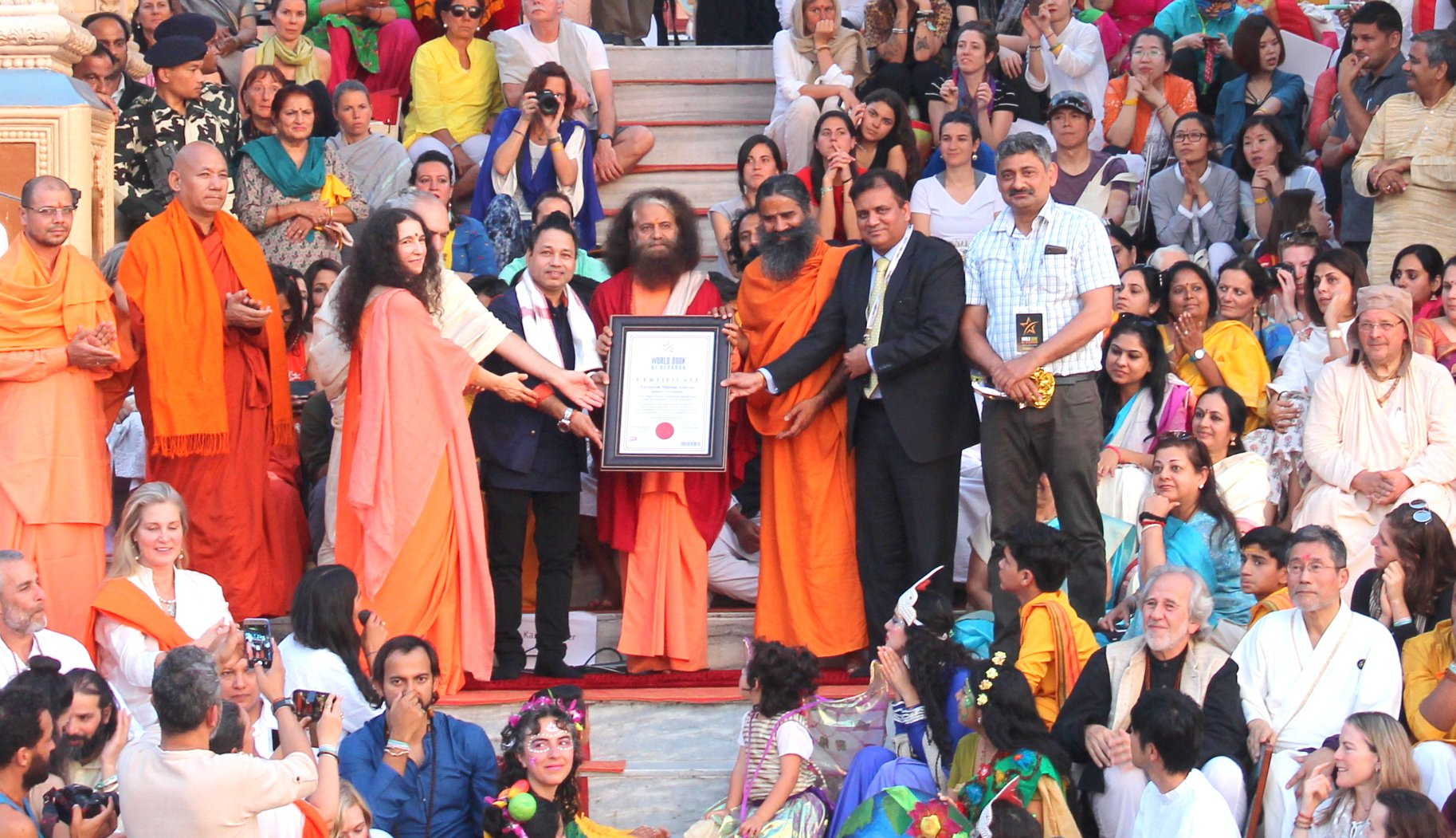H.H. Pujya Swami Chidanand Saraswatiji and Sadhvi Bhagawati Saraswatiji bestow with certificate of World Record