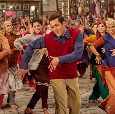 Salman charms with his innocence in 'The Radio Song'