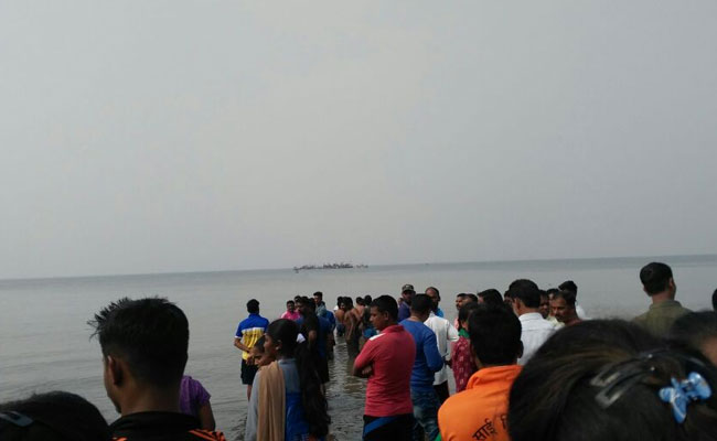 Boat with 40 kids onboard capsizes in Dahanu