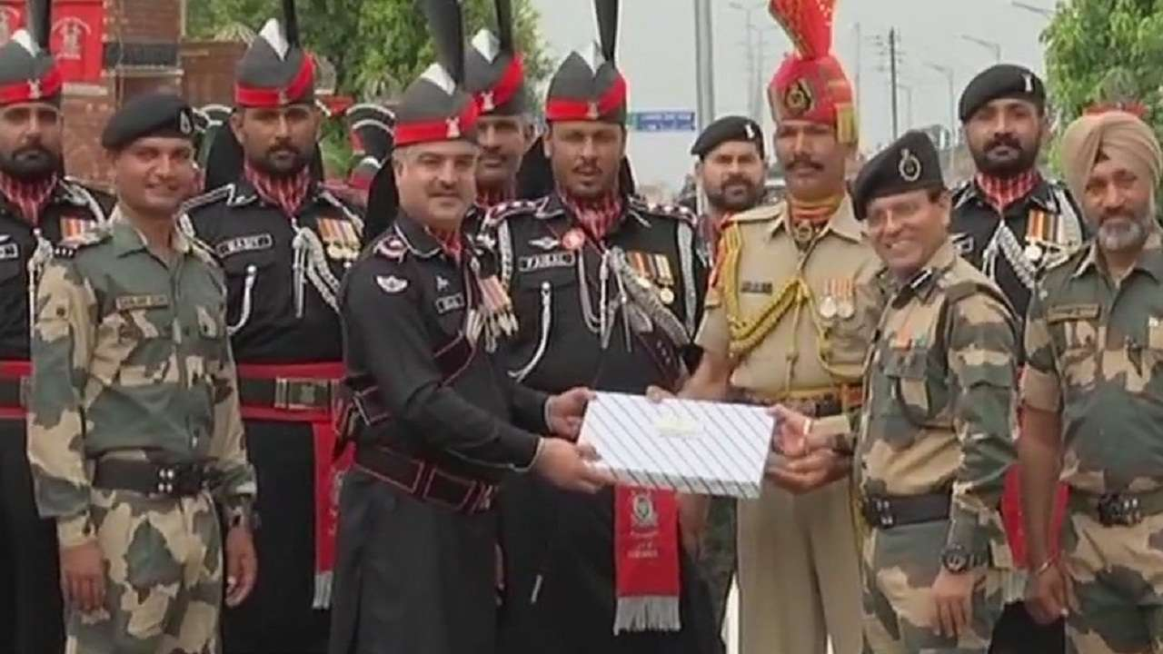 Sweet exchange at Attari-Wagah border on Pak I-Day