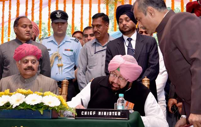 In Punjab, Amarinder Singh sworn in as chief minister