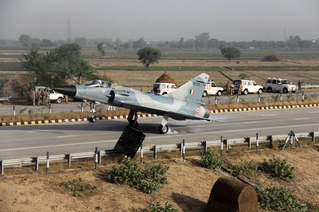 IAF conducts touchdown exercise on Lucknow-Agra Expressway