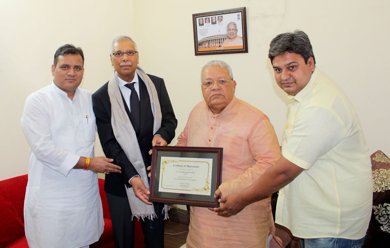 Dr. Azad Kumar Kaushik gets felicitated by Shri Kalraj Mishra