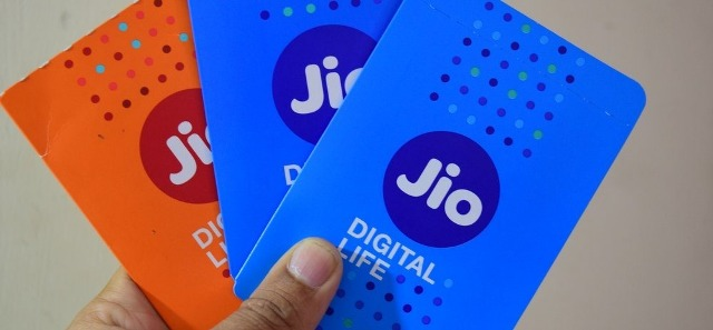Reliance Jio vs Airtel: Jio's new offer reduces call rates to US, UK, Canada to Rs 3 per minute
