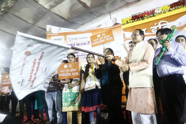 Chief Minister of MP flags off Start-Up Yatra, encourages youth for innovations