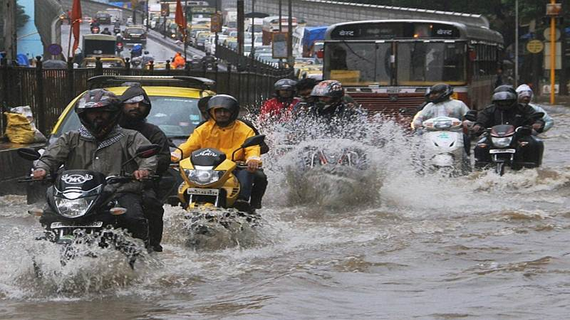 Heavy rain causes water-logging in Mumbai