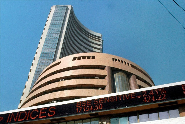 Sensex dips below 28K-level, down 265 pts in early trade