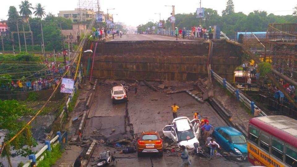 Many feared trapped in south Kolkata bridge collapse