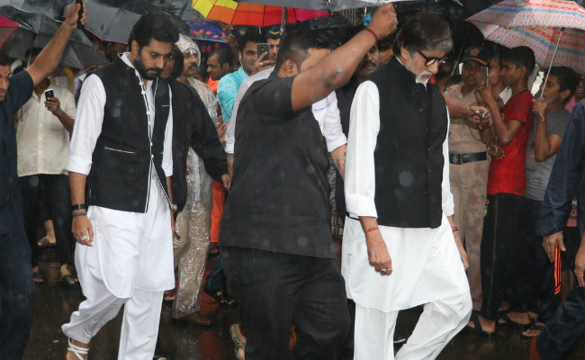 Shashi Kapoor's State Funeral: Amitabh Bachchan, Shah Rukh Khan and Many Bollywood Celebs Attend