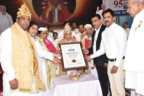 Brahma Kumari Dr. Dadi Ratan Mohini gets felicitated in World Book of Records London for Spiritual Contribution