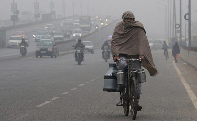 Chilly winds in Delhi, mercury plummeting to 9.4 degrees Celsius