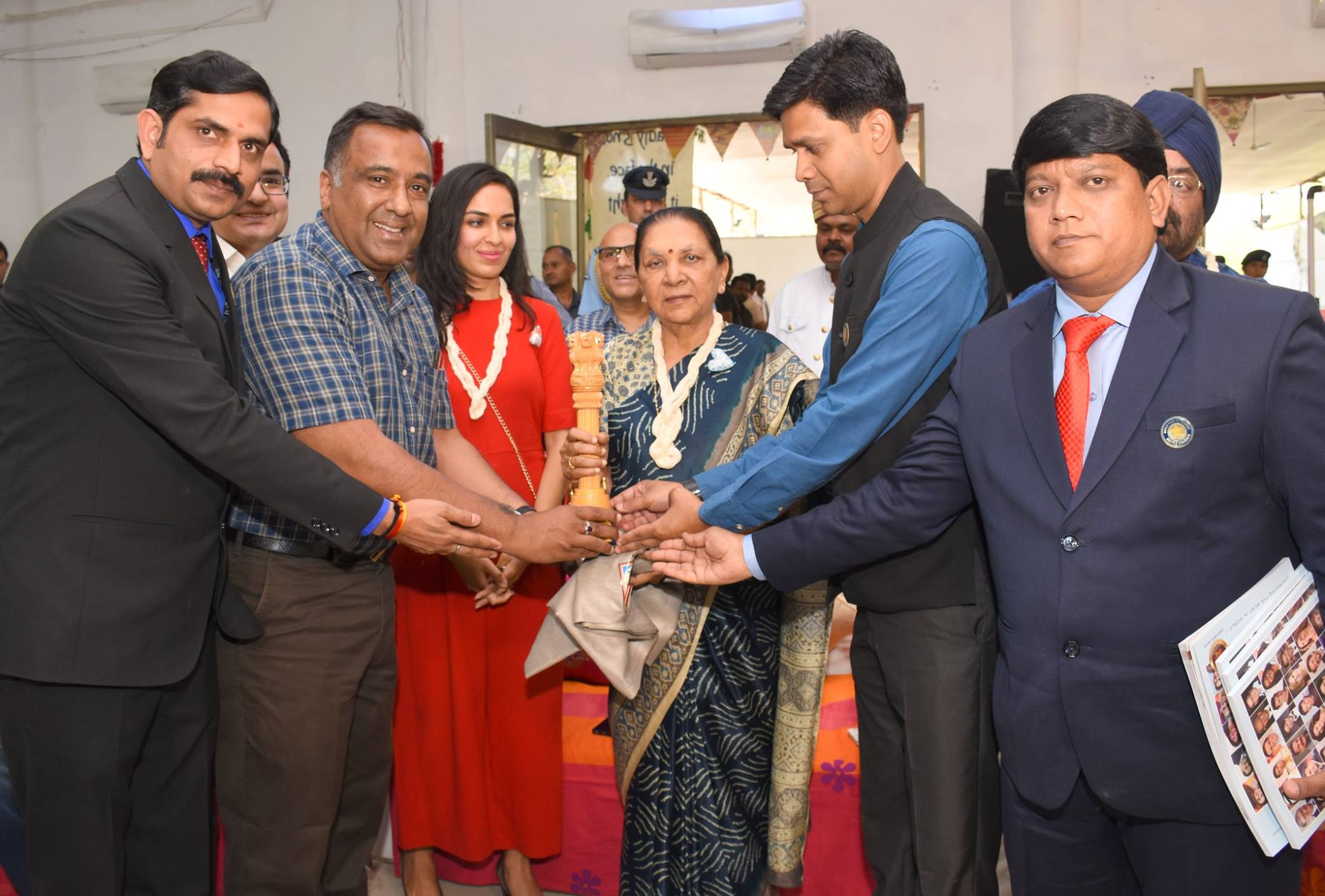 Hon'ble Governor of M P Anandiben Patel inaugurates Craftroots Exhibition at Yashwant Club in Indore