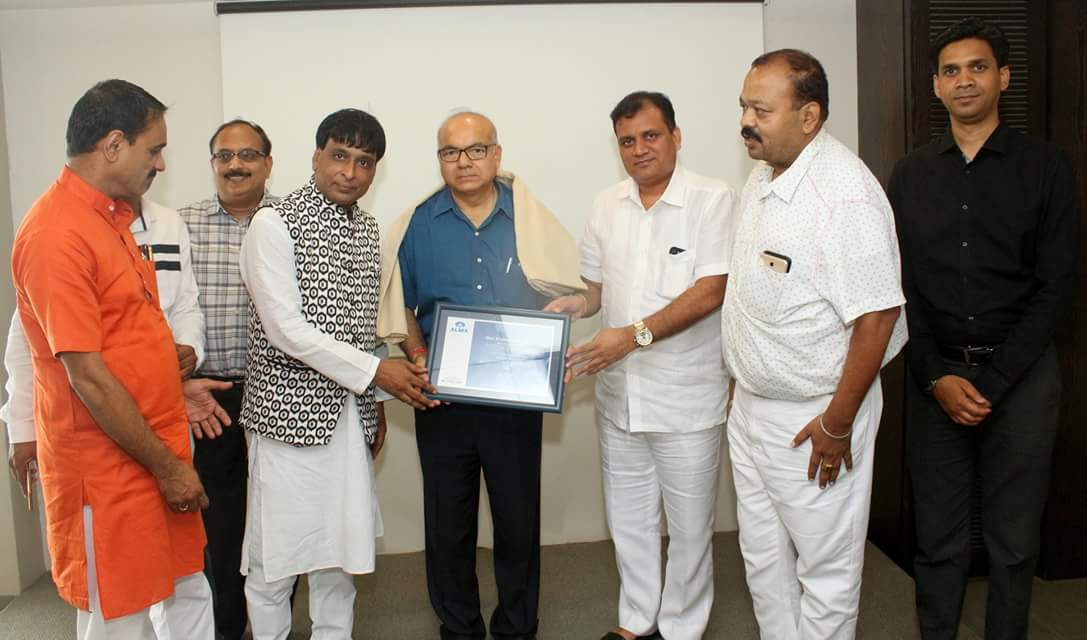 Shri Prabhakar Singh (Director General, CPWD) gets felicitated by Alma