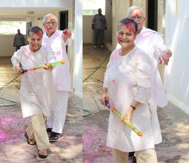 Rakhee playing Holi with husband Gulzar