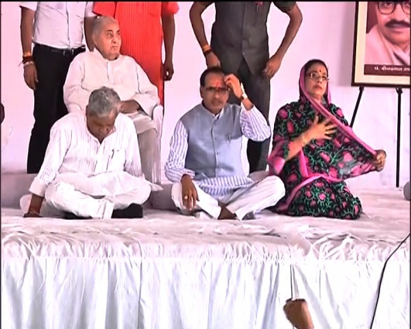 Shivraj Singh Chouhan begins indefinite fast, says Madhya Pradesh can't prosper without development of farmers