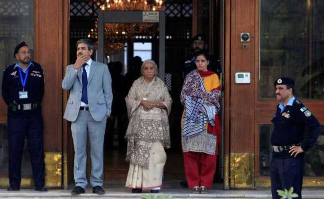 Pakistan sends shoes of Kulbhushan Jadhav's wife for forensic testing