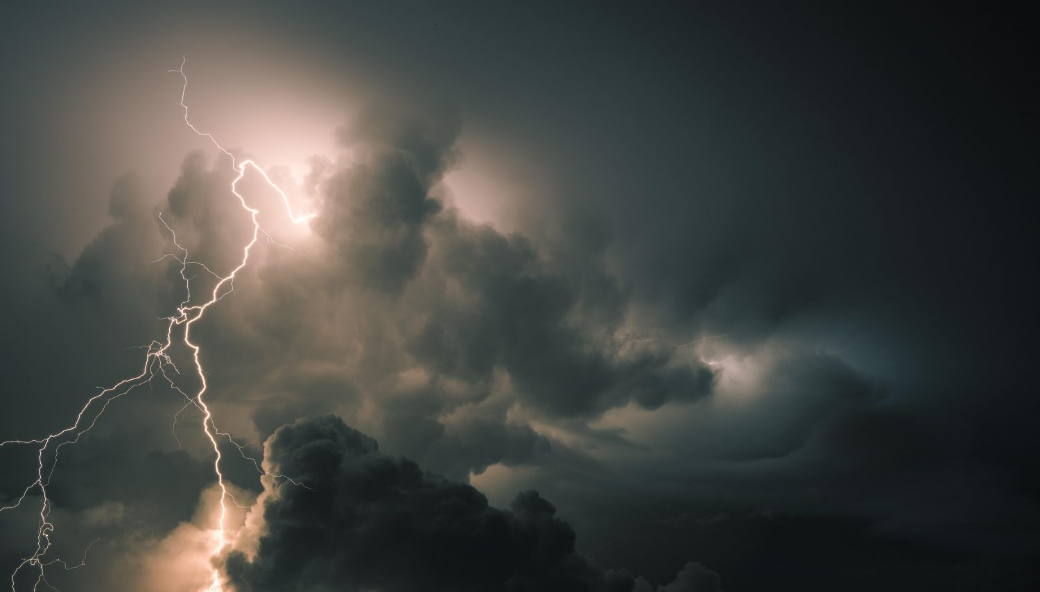 IMD issues 48-hr dust and thunder storm warning