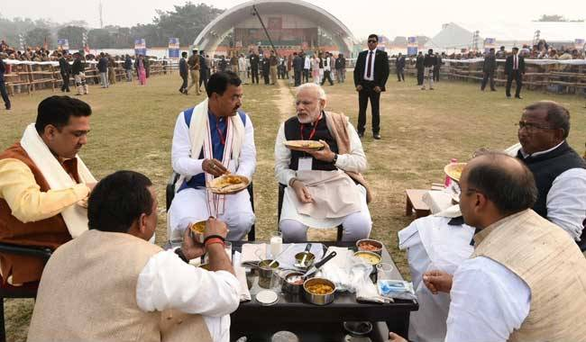 PM Narendra Modi brought his own tiffin, had launch with BJP members in Varanasi