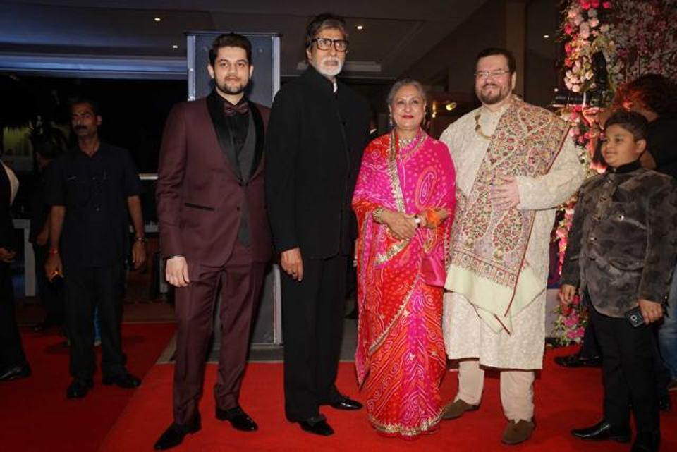 Big B, who has worked with Neil in Wazir last year, came with his wife Jaya Bachchan. The couple posed with hosts Nitin Mukesh and his younger son Naman.
