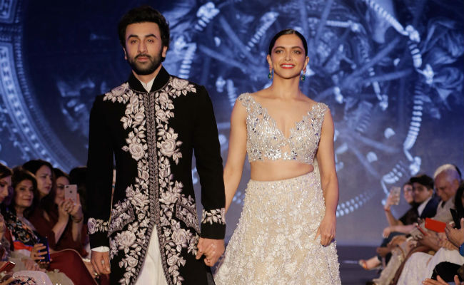 Mijwan 2018 : Deepika Padukone And Ranbir Kapoor Walk Ramp Hand-In-Hand For Manish Malhotra