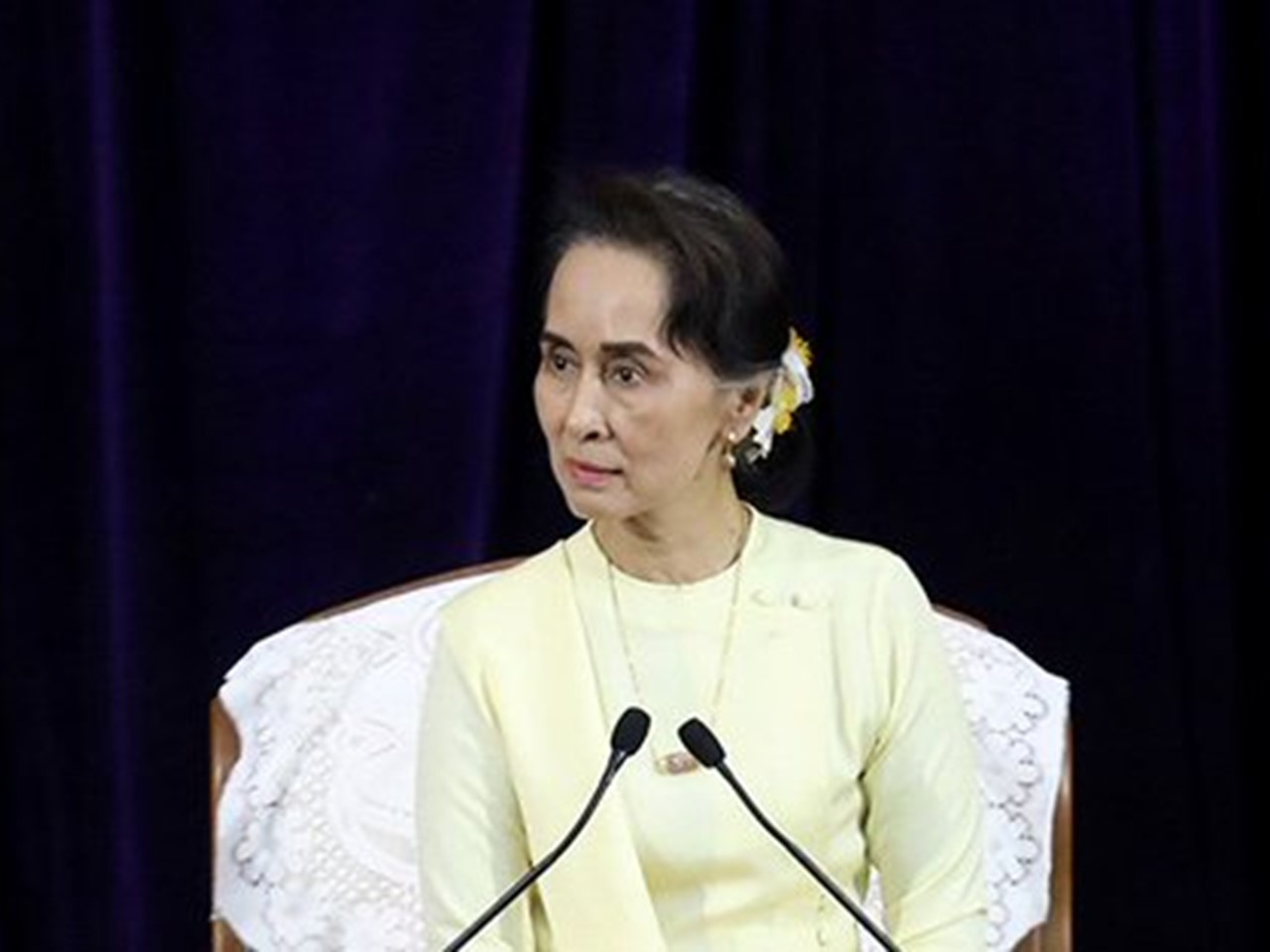 Suu Kyi defends arrest of Reuters journalists