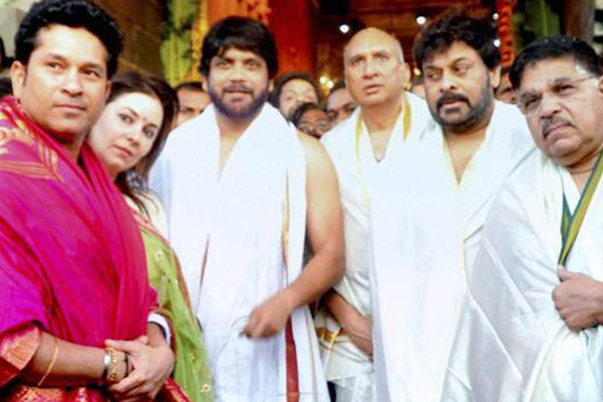 Master blaster Tendulkar bows to pray, visits temple in Tirupati