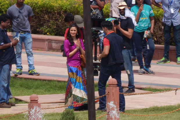 On The Sets Of Badrinath Ki Dulhania: Alia Bhatt & Varun Dhawan Spotted Shooting