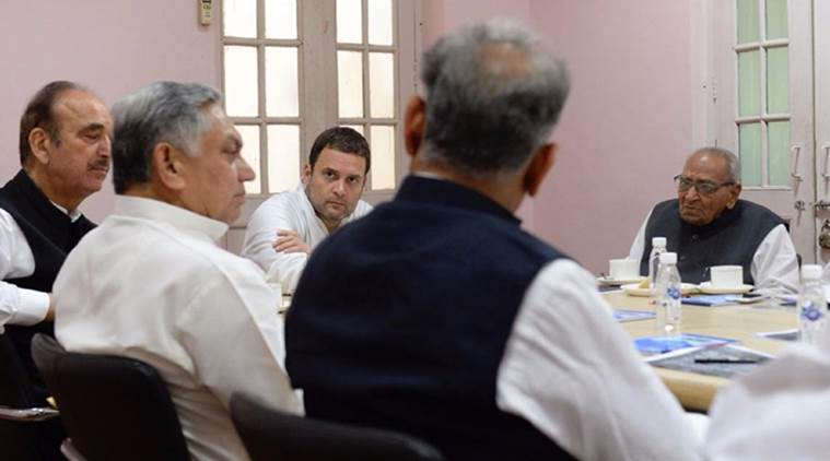 Rahul chairs meeting of Cong leaders for note ban anniversary